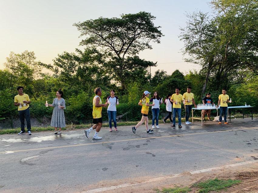 โครงการบ้านน้อมบุญร่วมเเจกน้ำดื่มในกิจกรรมวิ่งมินิมาราธอน โครงการ เลอ นีโอ ขอนแก่น